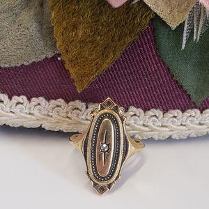 Elegant Vintage Avon Gold tone Ring